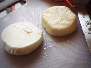 Goat cheese rounds